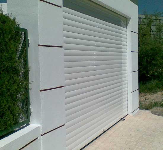 Puerta de garaje enrollable de aluminio - Puertas de garaje murcia ...